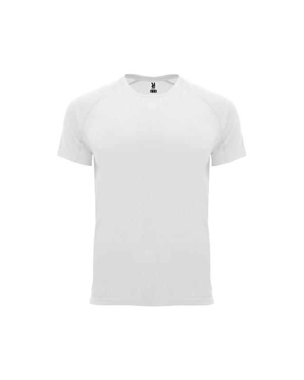 Camiseta técnica de manga corta ranglán.  1. Cuello redondo con cubrecosturas a tono.  2. Paneles inferiores en mangas.  3.