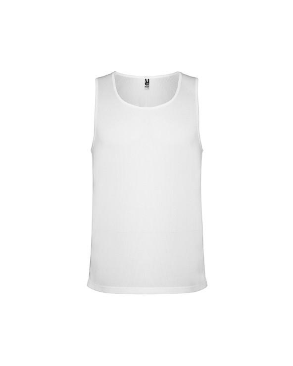 Camiseta de tirantes anchos en tejido microperforado. Cuello redondo y sisas ribeteadas en el mismo tejido. Transpirable, tacto