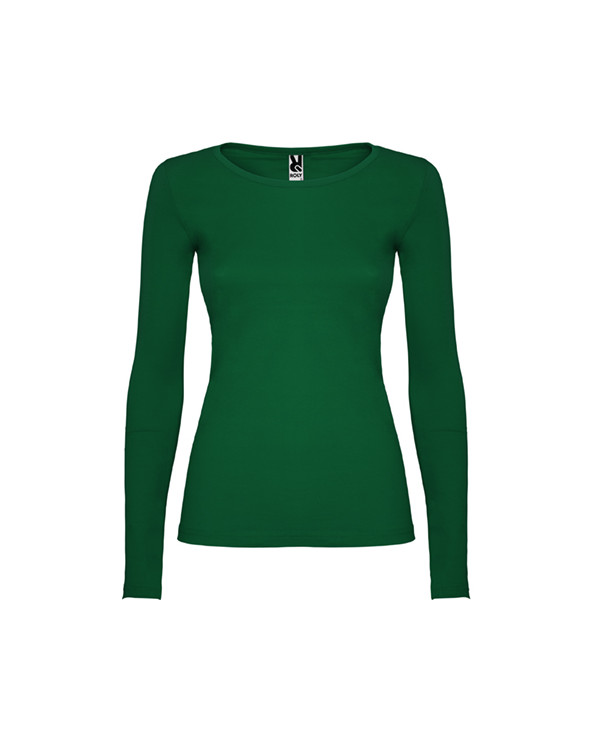 Camiseta semientallada, de manga larga y cuello acabado con ribete fino. Sin puños. Costuras laterales.