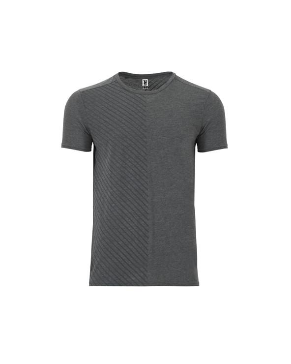 Camiseta de manga corta. Cuello redondo con cubrecosturas a tono. Estampado lateral en la parte frontal y en la espalda. Panele