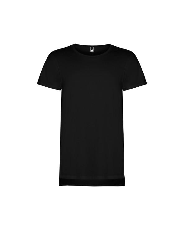 Camiseta unisex de manga corta y talle extra largo, con cuello redondo de dos capas con elastano. Aperturales laterales en el b