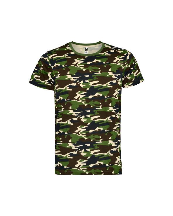 Camiseta manga corta, estampado camuflaje y cuello redondo.  Refuerzo de 4 capas con cubrecosturas en la parte interior de cuel