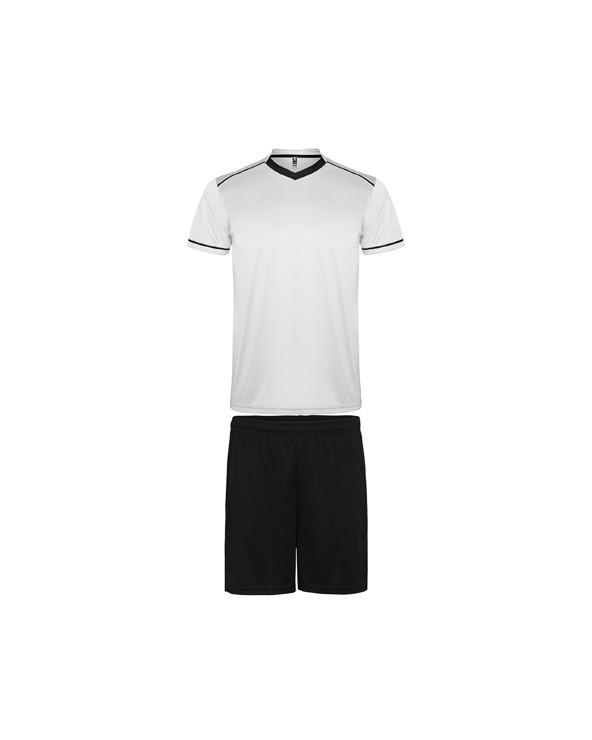 Conjunto deportivo de camiseta y pantalón.  1.- Camiseta con doble cuello de fantasía con acabado en pico con cubrecosturas re