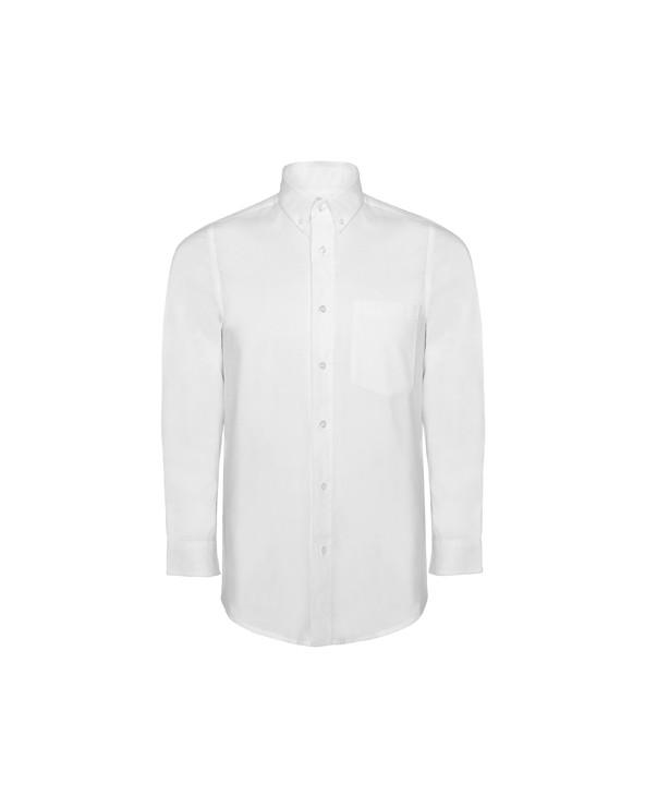 Camisa de hombre con bolsillo en pecho izquierdo. Tapeta con botones. Cuello esmoquin abotonado. Puño con dos pinzas. Espalda c