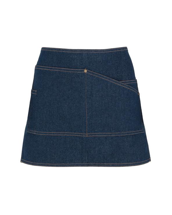 Delantal corto en tejido vaquero: 1. Cuatro bolsillos frontales con remaches, uno de ellos especifico para el bolígrafo. 2. C