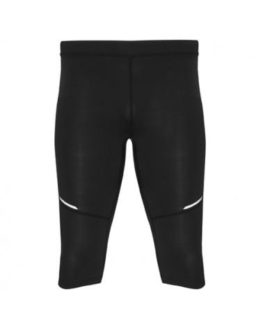 Malla deportiva de hombre a media pierna. Cinturilla elástica y cordón interior cruzado para facilitar el ajuste. Detalles refl